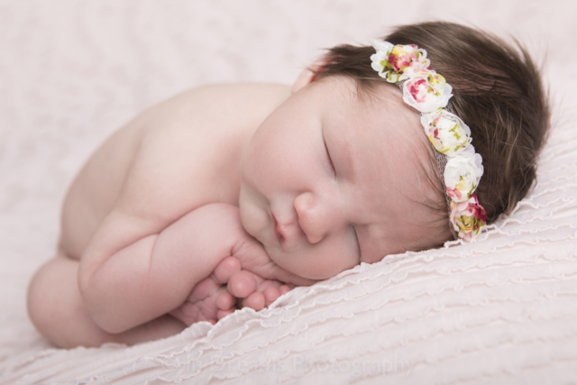 Newborn Photographer In Home and In studio