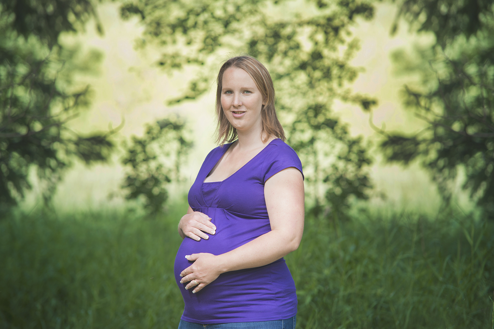 Expecting mother Portrait in Guelph Maternity photographer