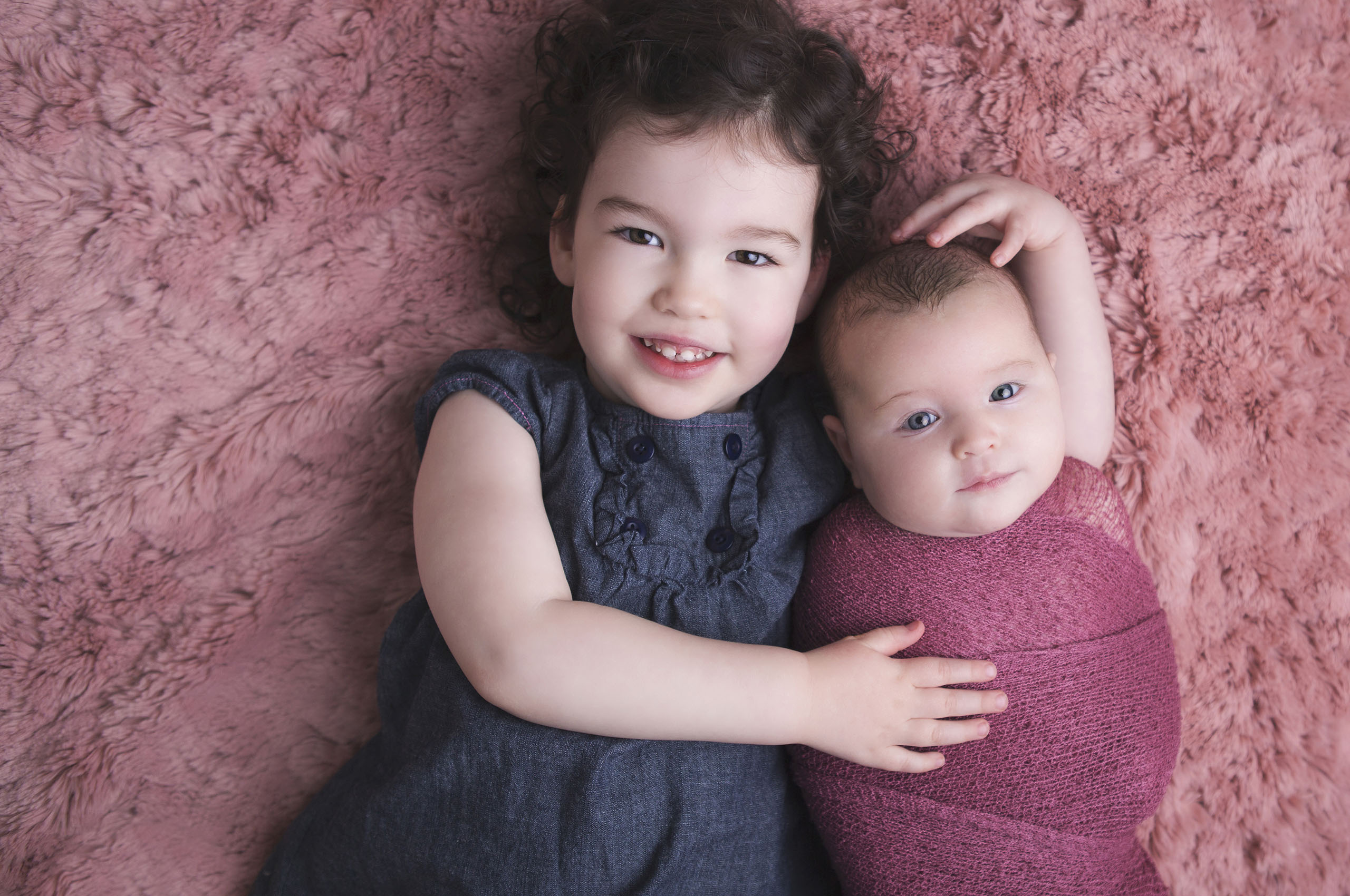 Kitchener-Waterloo Baby Photographer sibling girls