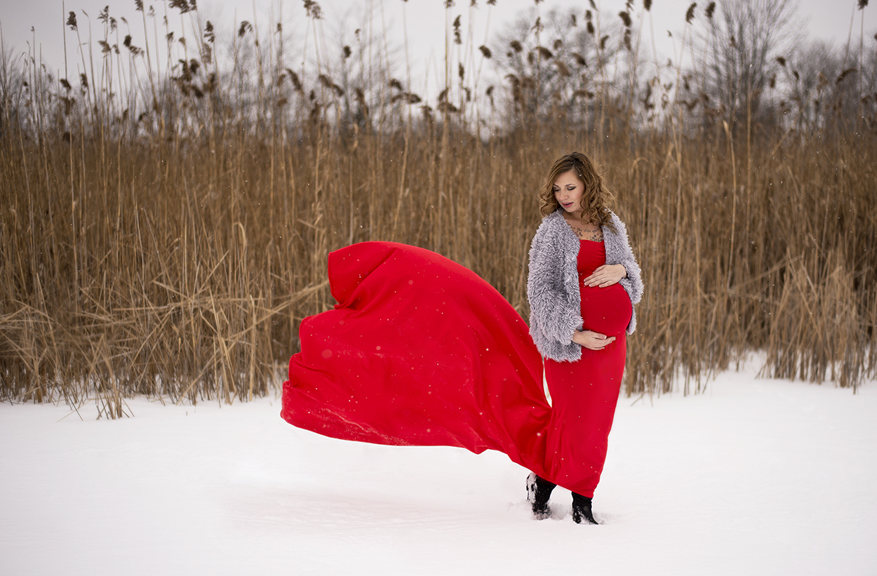 Outdoor Winter Maternity Image